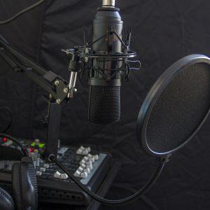 Locucion-Profesional-Voice-Over-servicios-portada-grupoaudiovisual