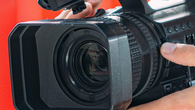 camara-grabando-video-de-comunicacion-grupoaudiovisual