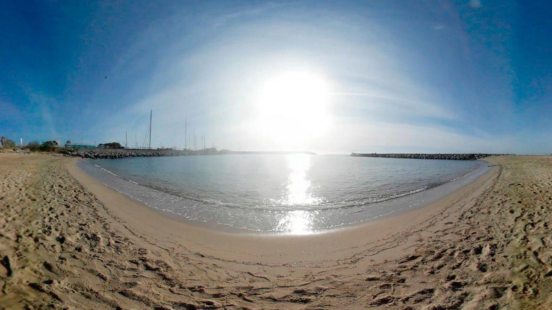 Vídeo-360-gratis-de-una-cala-del-mar-mediterráneo-con-sonido-de-la-playa-grupoaudiovisual-VR